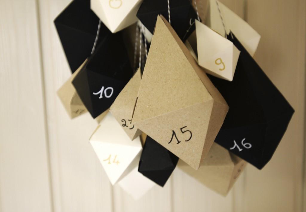 comment faire un calendrier de l 39 avent en origami. Black Bedroom Furniture Sets. Home Design Ideas