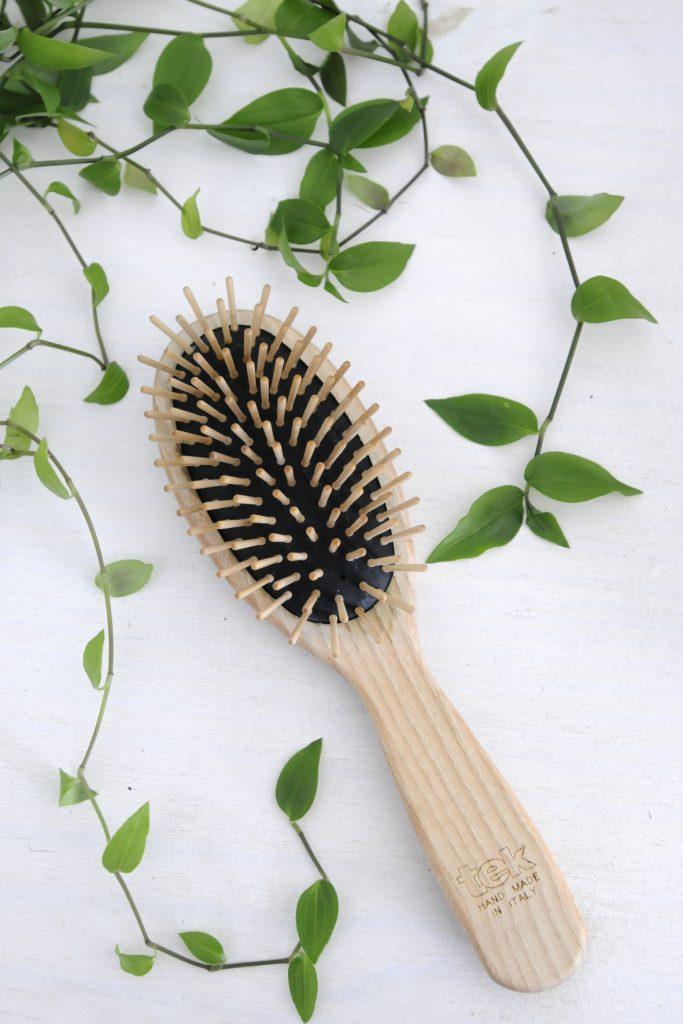little-idea-routine-cheveux-brosse-picots-en-bois-tek