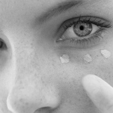 Comment enlever les cernes noires sous les yeux ?