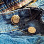 Quelles différences entre un jeans coupe boyfriend et un jeans mom ?